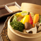 新鮮な野菜の味が楽しめる『地元野菜のセイロ蒸し』