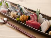 三人前2100円 獲れたて新鮮な魚介を彩り良く、ちょっぴりお洒落に盛り合わせました。