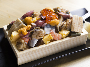 魚介類てんこ盛り驚きの『箱寿司』