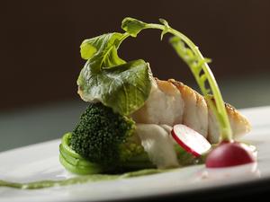 皮はパリパリ、身はフワッとした香り豊かな『魚料理』