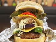 高知産の食材がギュッと詰まったオリジナル『龍馬バーガー』