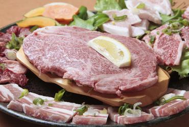 黒毛和牛肩ロースステーキが入った人気の『平城盛り』
