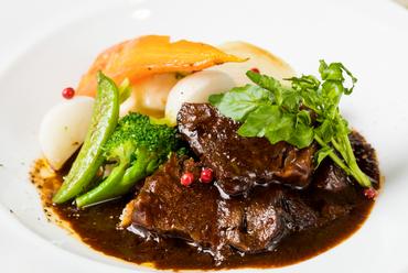 ホロリとやわらかで濃厚な味わい『牛ホホ肉の赤ワイン煮込み』
