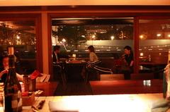 土佐堀川べりの開放感あふれる空間でお洒落なパーティーはいかがですか?