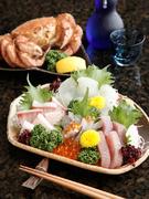 こだわりの店主が毎日市場で仕入れる鮮魚。旬の魚を刺身で堪能してください。写真は二人前。