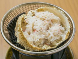 新鮮な素材の旨みがたまらない! 北海道産『毛ガニの甲羅焼き』