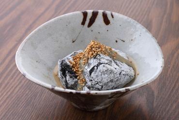 もっちりとろける食感がたまらない『焼胡麻豆腐』