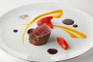 『熟成赤み牛フィレのステーキ クラシカルな赤ワインのソース』