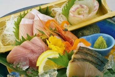 店長おすすめの『旬魚のお造り豪華盛り』