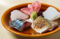 地元の魚介類を中心に毎日仕入れ。店主自慢の一皿『お刺身5種盛り合わせ』