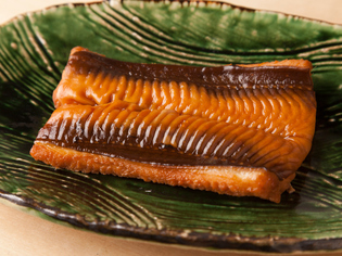 日本酒との相性抜群、ほどけるような食感を楽しめる『煮穴子』