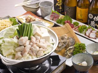 新鮮なもつがスープの深い味わいとともに楽しめる『もつ鍋』