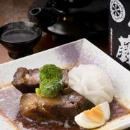 薩摩の黒豚をやわらかく煮込みました。お酒がすすみます。