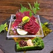 《オススメ》新鮮な赤身のお刺身。柔らかな食感と、噛むほどに口いっぱいに甘味が広がる逸品です。