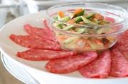 せり科のハーブ・ディルはビタミンとミネラルが豊富で魚料理との相性抜群。  ディルの香りと玉ねぎでサーモンの風味が引きだちます