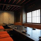和食と日本酒をじっくりと味わい、尽きない会話に花を咲かせて