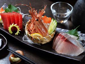 鮮度抜群の旬魚を少しずつ味わい尽くせる『本日の刺身盛り合わせ 五点盛り』