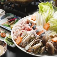 旬な素材をふんだんに使った鍋コース。寄せ鍋、キムチ鍋、ローズポーク鍋の三種類から選べます。