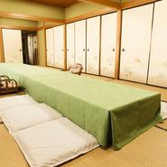 広いスペースの個室は大人数の宴会にぴったり。まわりを気にすることなく、くつろぐことができます。