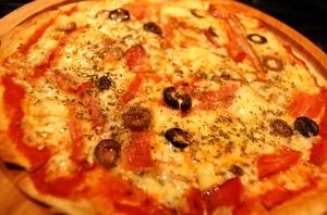 オリジナル燻製ピザ