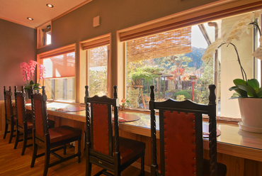窓からの景観がよく、車椅子対応のカウンター席