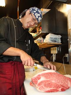 厳選した牛肉、新鮮なホルモン、鶏肉を提供します