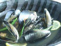 芳醇な薫りとなめらかな食感の「宮島ムール貝酒蒸し」