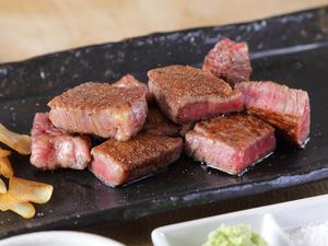 肉質が柔らかく、さっぱりした味わいの『特選宮崎牛A5ヒレ』100g