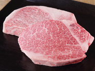 肉の甘みと旨みを味わう『特選宮崎牛A5ロース』100g