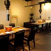 スタイリッシュなテーブル席は、会食やご宴会に。