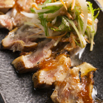 鶏肉にこだわって、素材を活かす調理法を日々考えています