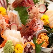 画像は三~四人前。これからの季節は、身がプリプリとした殻つき牡蠣も入ります。どうぞお楽しみに!