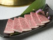 香川のオリーブ畑で育った「オリーブ牛」を使用。 やわらかく口の中でとろけます。