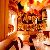 名物のデザートプレートで、大切な人の記念日を祝う