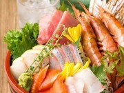 市場から直送で仕入れた鮮度抜群の鮮魚もご用意しています