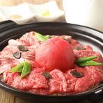 厳選したお肉を素材の味を引き出す『特製出汁』とこだわりの『自家製つけだれ』で食す裏NO庭流『肉炊き鍋』