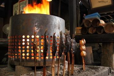 ヤマメの塩焼き、野生の猪、地元の野菜を堪能『薪の囲炉裏焼』