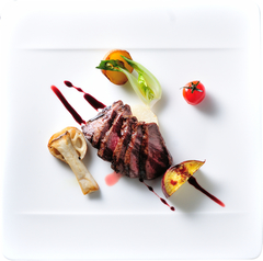 仕入れた食材からその日のおすすめの料理を堪能いただけるコース料理です。