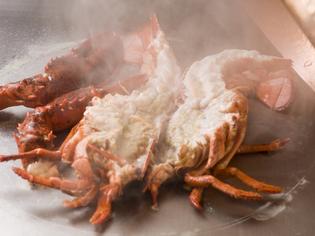凝縮された旨みとぷりぷりな食感が美味しい『活オマール海老』