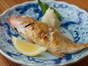 高級魚のどぐろ(アカムツ)を、店主こだわりの絶妙な焼き加減で。まさに贅の限りを尽くした逸品です。