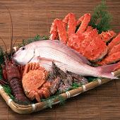 毎朝市場へ足を運び、自身の目で選び抜いた自慢の魚介