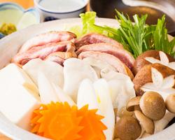 この冬の寒さに『鴨なべ』で体を温める、ダシと鴨の風味が冬野菜をより美味しくします。