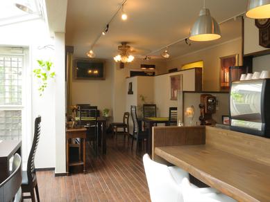 「軽井沢の自然」を満喫できる、居心地のよい店内