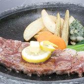 国産A5ランクの牛肉を使用『石焼きステーキ』