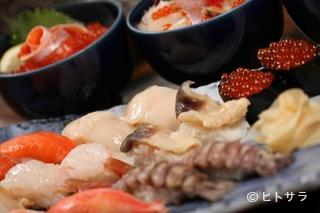 炭火焼以外も寿司、刺身、揚げ物など取り揃えております。