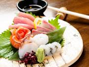 旬の素材20種類の串揚げです。『アスパラ豚バラ巻き』は、大きいアスパラを一本まるごと揚げた自慢の逸品。