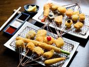程よい辛さの「オリジナルマスタードドレッシング」で食べる旬の野菜と鴨ロースのサラダは、女性に人気。