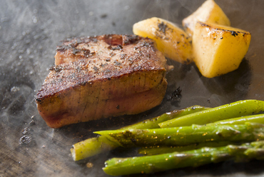 地元の銘柄牛「阿波牛」を使った『のべ産直送 阿波牛ステーキ』