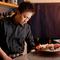 仕込みからすべて手作りで、地元食材の美味しさを伝える料理人