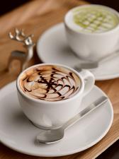 挽きたての 『コーヒー各種』 写真は抹茶ミルクとカフェモカ